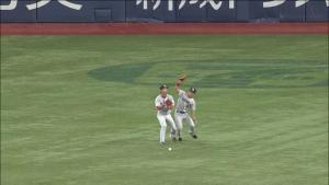 阪神中日戦 外野が落球
