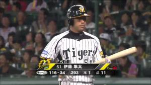 伊藤隼太は代打でホームラン