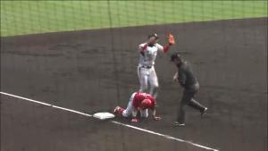 広島エンドラン 3塁タッチアウト
